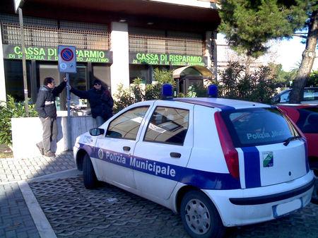 polizia_municipale_di_pescara_in_sosta_handicappati.jpg